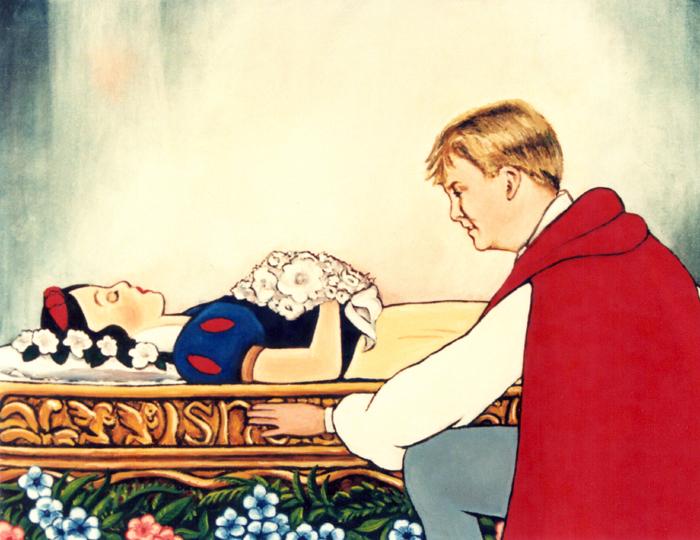 Dutch Crown Prince kissing Snowwhite, Prins Willem-Alexander bij kist van Sneeuwwitje